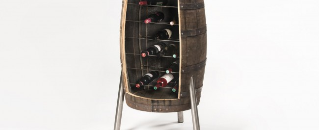 omgebouwd whiskeyvat met ruimte voor 40 wijnflessen