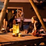 Zomerkwartier sfeer aan een Samosa tafel