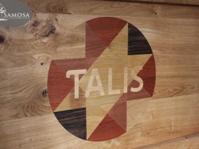Met hout ingelegd logo