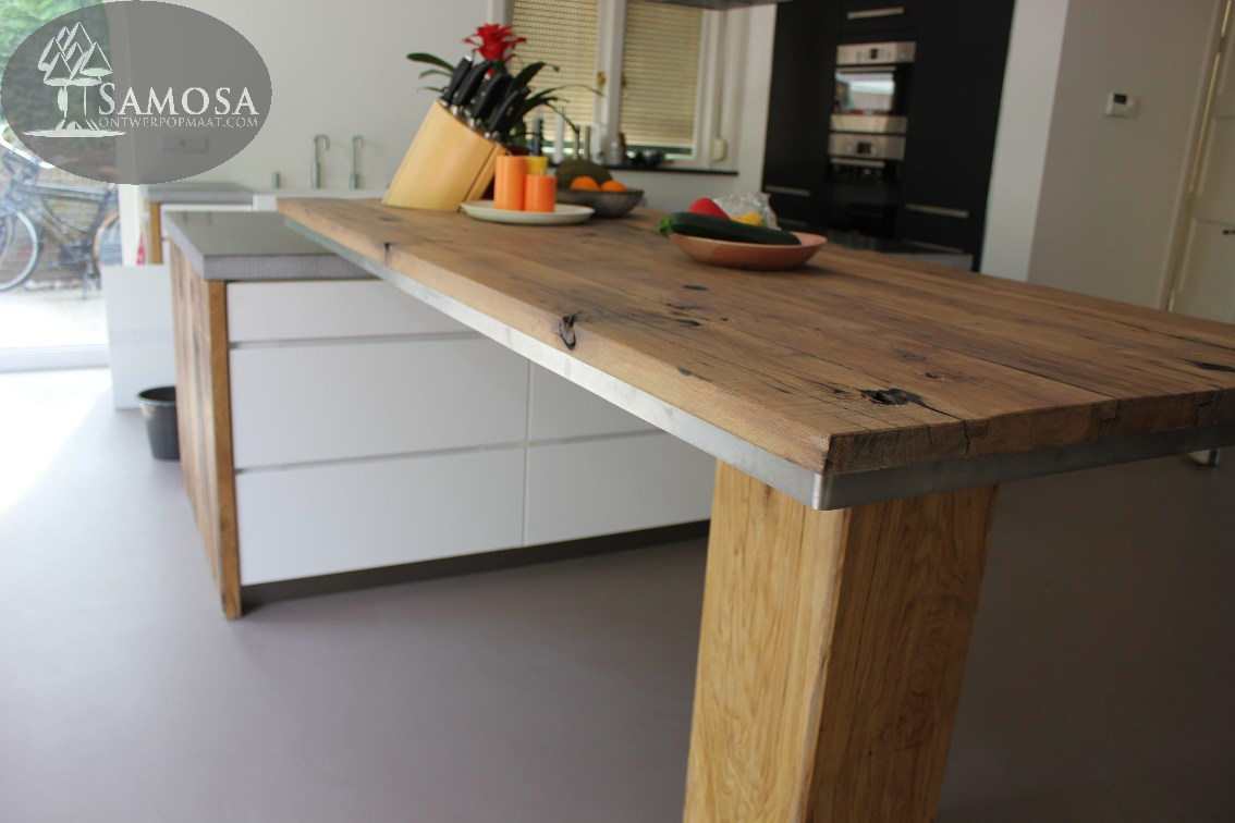 Keuken Beton Eiken : keuken in prachtig contrast met het belgisch hardstenen keukenblad en