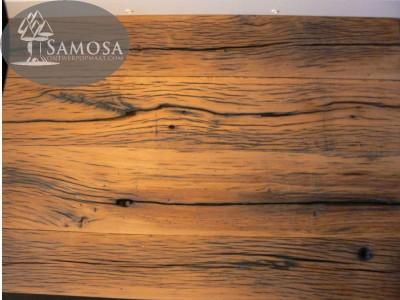 detail van tafel met uitstraling van oud materiaal