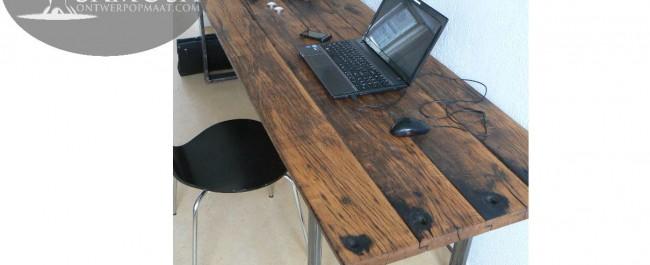 eiken tafel van 260 cm lang en 77 cm breed