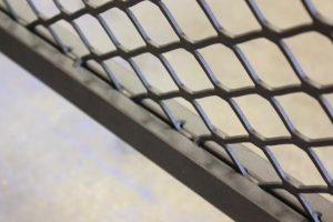 Detail hek gaaswerk blommers