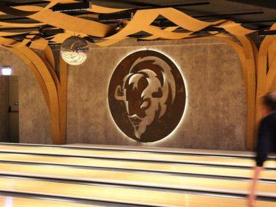 Verlicht metalen logo bison bowling