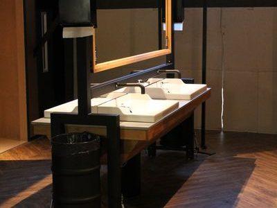 WC meubel met kranen en spiegel op maat
